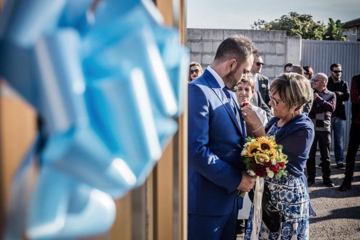 Gli ultimi ritocchi! Fotografia di matrimonio realizzata a Cabras in provincia di Oristano