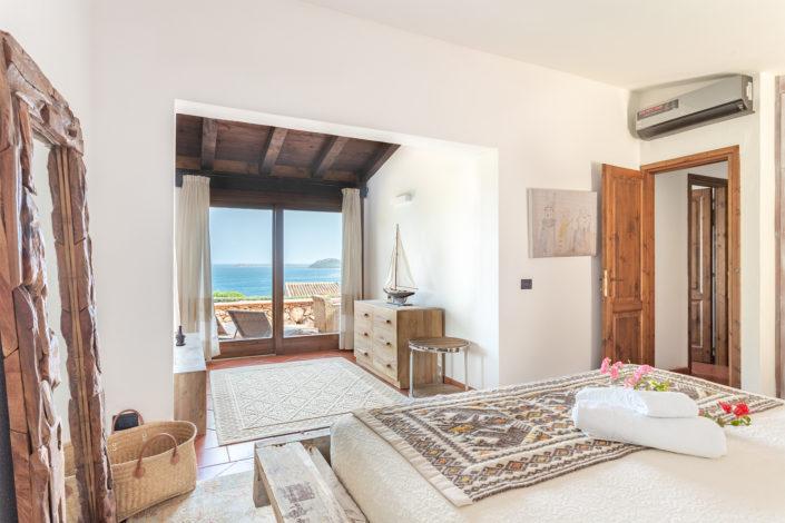 fotografia di interni realizzata a Punta Molara, con vista mare. Cliente: Airbnb