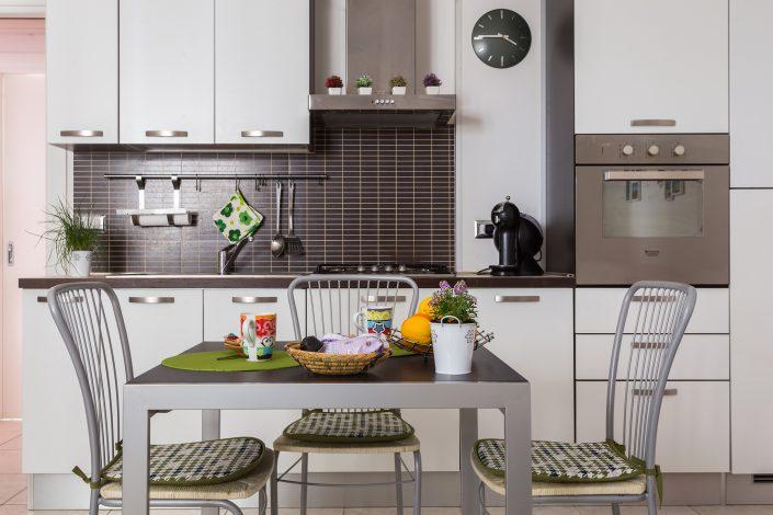 fotografia di una cucina in una casa vacanza di Oristano, Sardegna