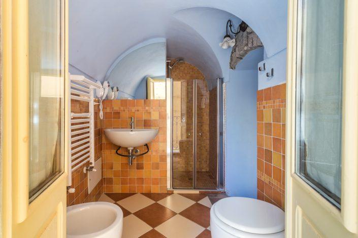 piccolo bagno di una casa vacanza a Bosa, provincia di Oristano