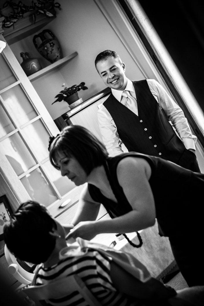 I preparativi a casa dello sposo. Reportage di matrimonio