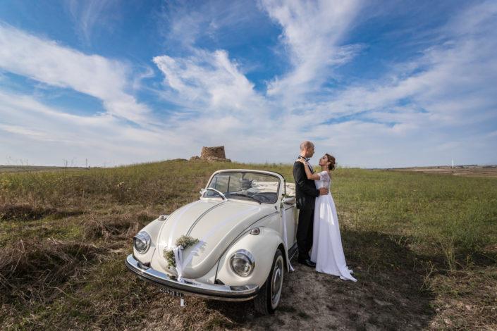 fotografia di matrimonio realizzata nella campagne di Suelli, ai piedi del Nuraghe. Sardegna