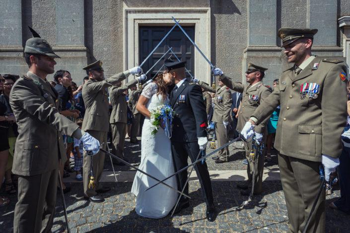 Picchetto militare. Fotografia di matrimonio realizzata a Cabras in provincia di Oristano